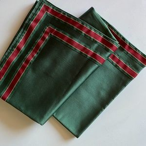 Green/Red Decorative Christmas Tablecloth